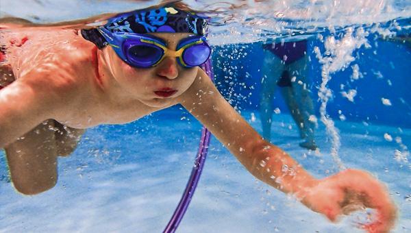 Nauka pływania dla dzieci od czwartego roku życia – 18:40 Czwartek