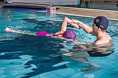 Price list<br /> swimming lessons<br /> for children from 2 years