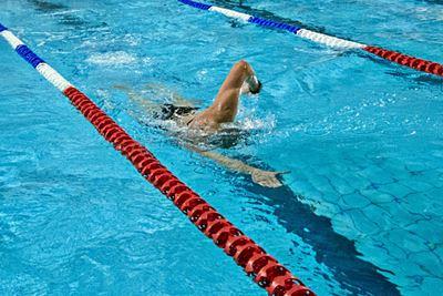 Zniżki dla studentów<br /> na doskonalenie pływania<br /> w Triathlonie