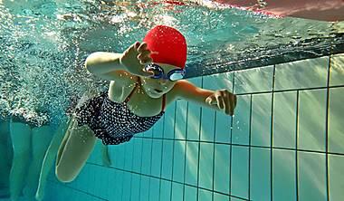 Zapisy na naukę plywania dla dzieci Gdańsk Lekcje pływania na basenie MOSiR Gdańsk Chełm, pływalni krytej Politechniki Gdańskiej oraz Gdańsk Zaspa