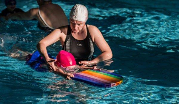 nauka plywania dla dzieci z rodzicem