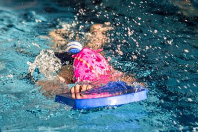 Cennik doskonalenia pływania dla dzieci na małym basenie