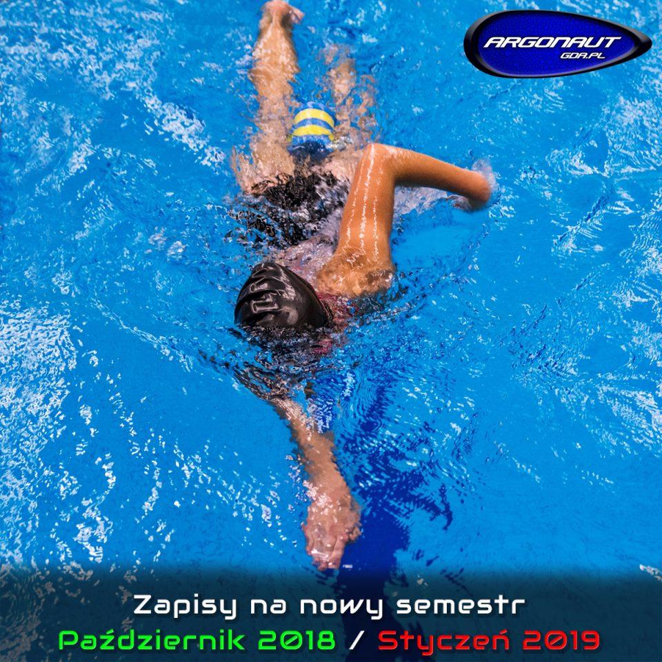 Informujemy, iż prowadzimy zapisy na nowy semestr – Październik 2018 / Styczeń 2019 Zapraszamy na pływanie rekreacyjne, aqua aerobic i hydro fitness oraz naukę, doskonalenie i treningi pływania w grupach początkujących i zaawansowanych.