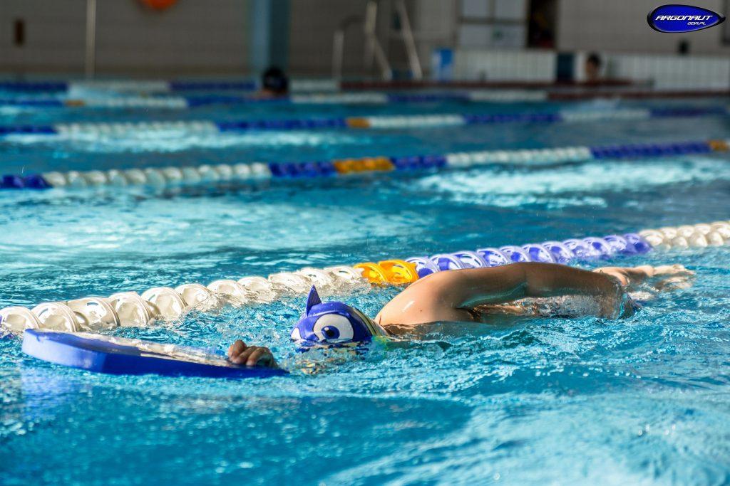 Wiosna to najlepszy czas na regenerację sił i rozwinięcie kondycji oraz umiejętności przed atywnym latem. Zapraszamy wszystkich, którzy uwielbiają aktywnie spędzać czas oraz rozwijać swe umiejętności na treningi doskonalenia pływania wszystkich styli pływackich dla dzie